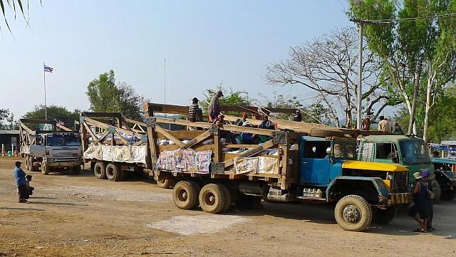 Truck convoi 3 Pagodas Pass