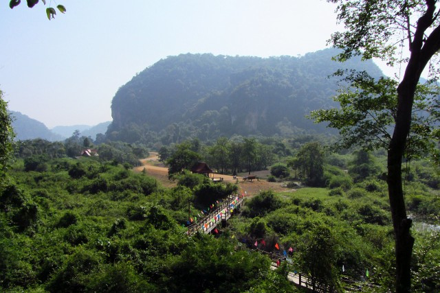 Path to Buddha Cave